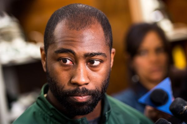 Should the Patriots take another shot at DarrelleRevis?