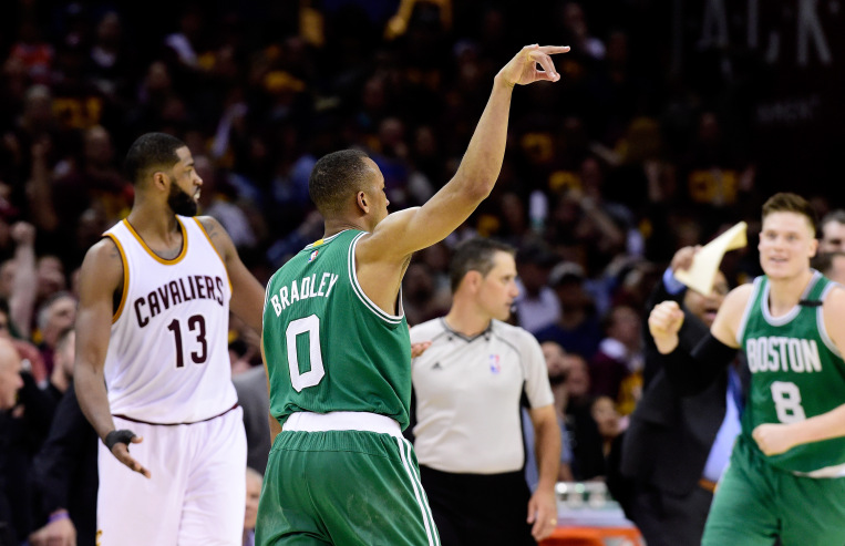 Celtics sneak by Cavs in Game 3